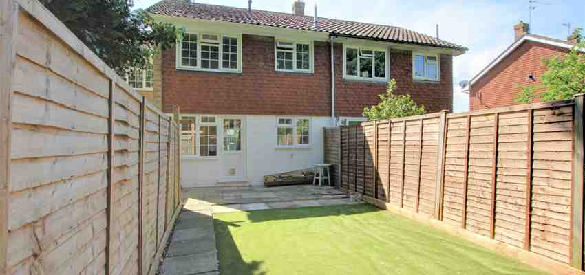 For Sale : Lyndhurst Close, Southgate, Crawley