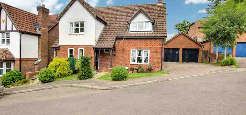 For Sale : Gregory Close, Maidenbower, Crawley