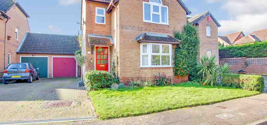 For Sale : Garrett Close, Maidenbower, Crawley