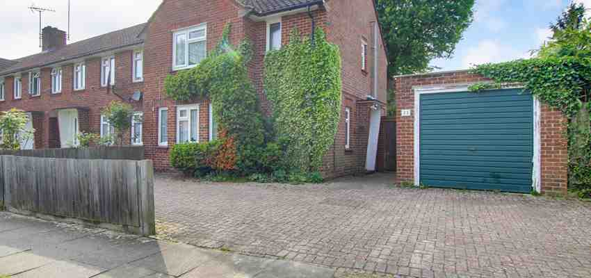 For Sale : Meadowlands, West Green, Crawley