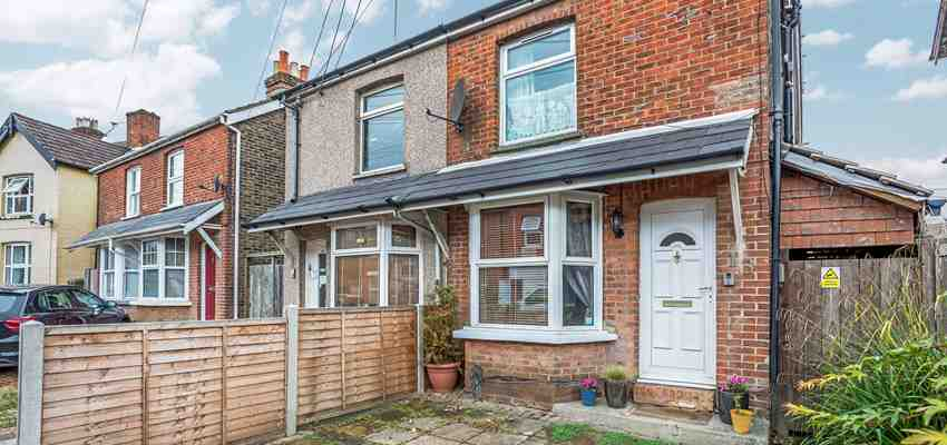 For Sale : Horsham Road, West Green, Crawley